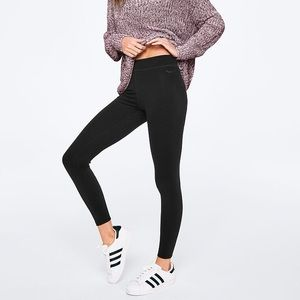 NWT VS PINK Essential Leggings